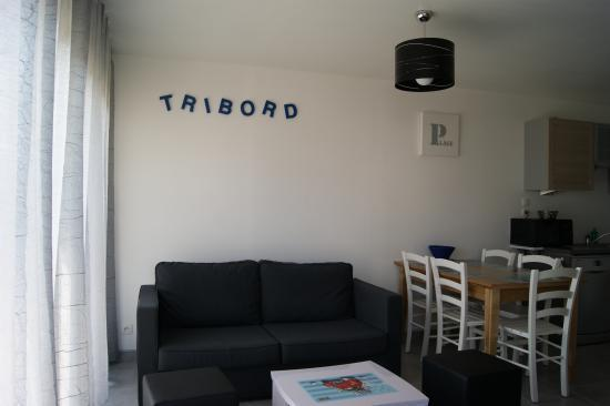 Salon tribord